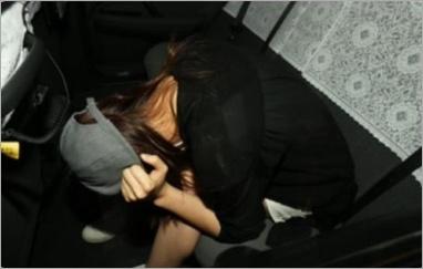 瀧本美織のタクシー内の文春画像2
