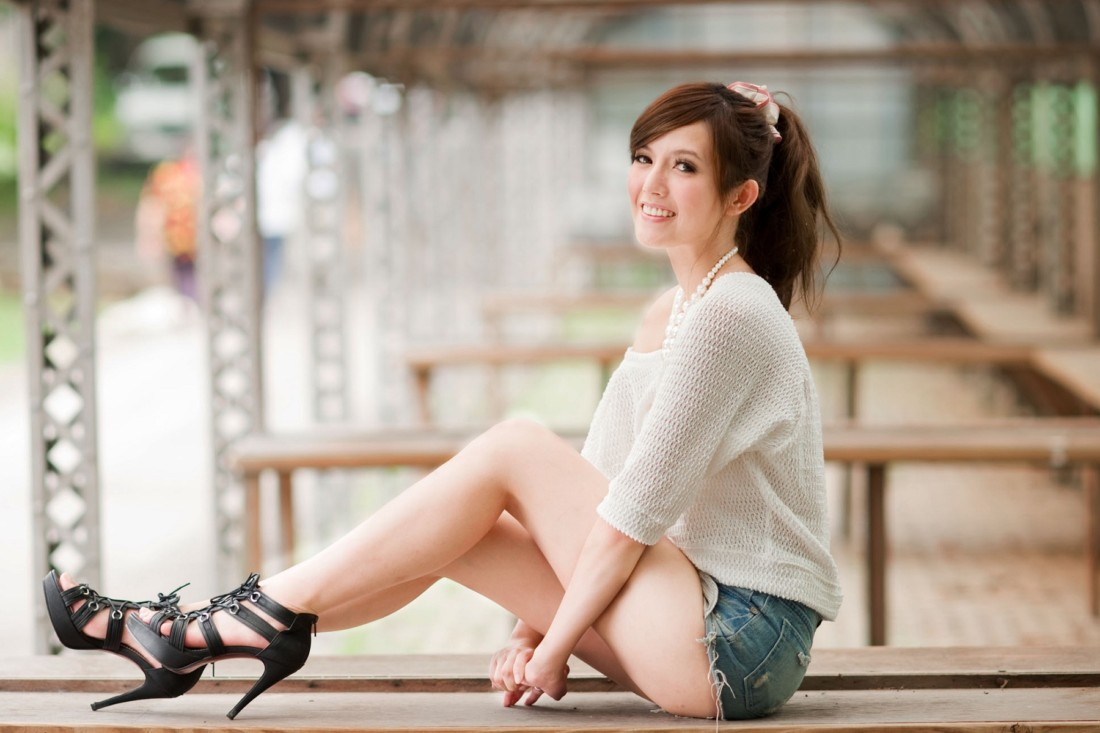 stylish-short-jeans-girl-happy-mood