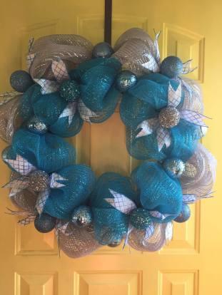 blue-deco-mesh-winter-wreath