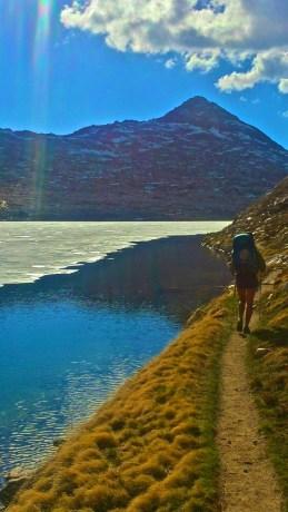 Legs walks along Wanda Lake in the Evolution Basin.