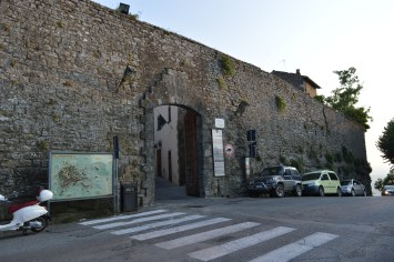 Cortona Gated Wall