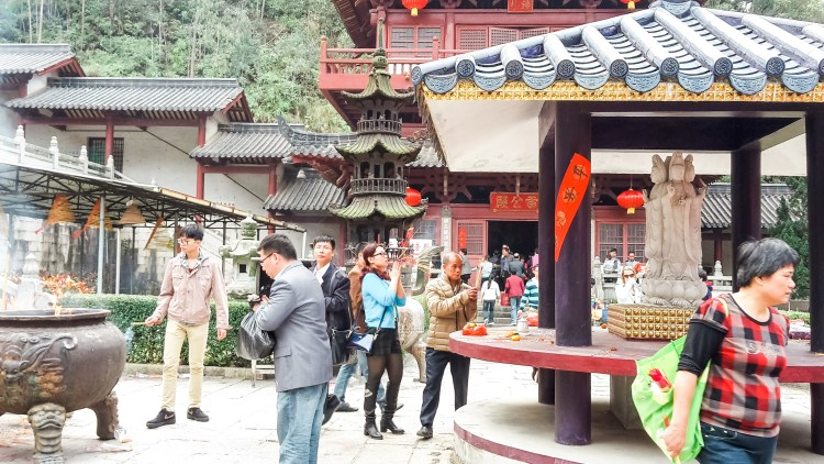 Life of Shal, Guide To Chinese New Year, Locals Praying