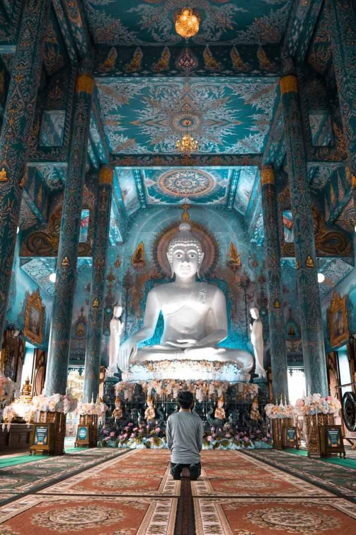 peron praying at buddha for good luck