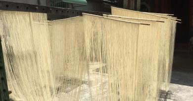 和美巷弄的手工製麵線店,古法製作曬出好吃的傳統麵線