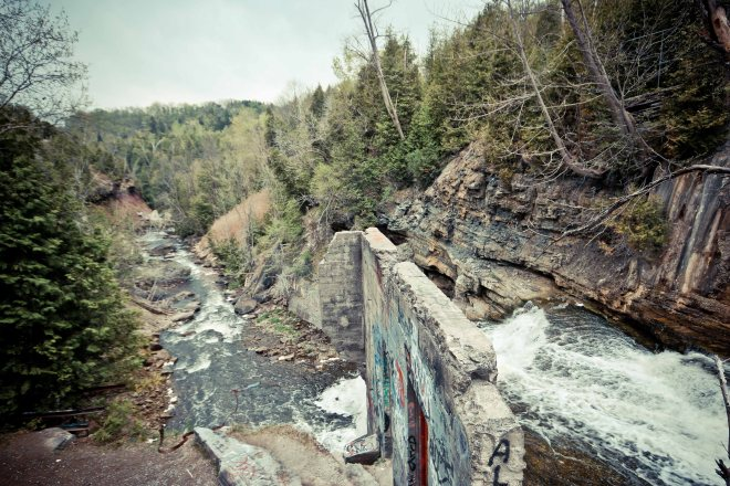 Waterfalls in Ontario, Things to see in Caledon, Forks Of the Credit, Forks Of the Credit Provincial Park, Cataract Mill Ruins, Cataract Falls, Hiking Trail Ontario,