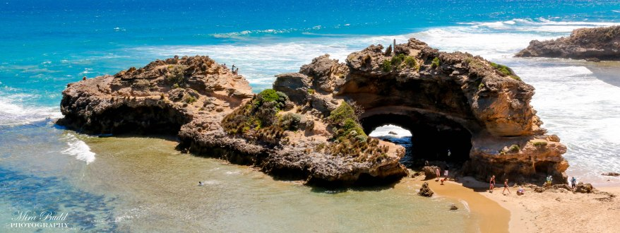 London Bridge Ocean Beach, Best Beaches in The World, Loch Ard Gorge, Port Campbell National Park, Melbourne Australia, Things to See in Melbourne, Beautiful Places in Australia, Melbourne Attractions, Places to visit in Melbourne, Things to Do in Melbourne, Where to see Kangaroos in Melbourne,