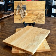 Canadian Maple 🍁 Cutting/Serving wood boards with personalized engraving. 10 by 14 inches with 2 cheese knives $90 (2 Left)