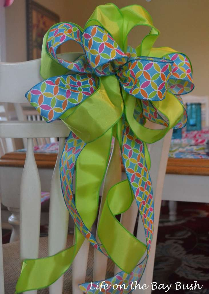 A-really-easy-video-tutorial-on-how-to-tie-a-bow-with-multiple-ribbon