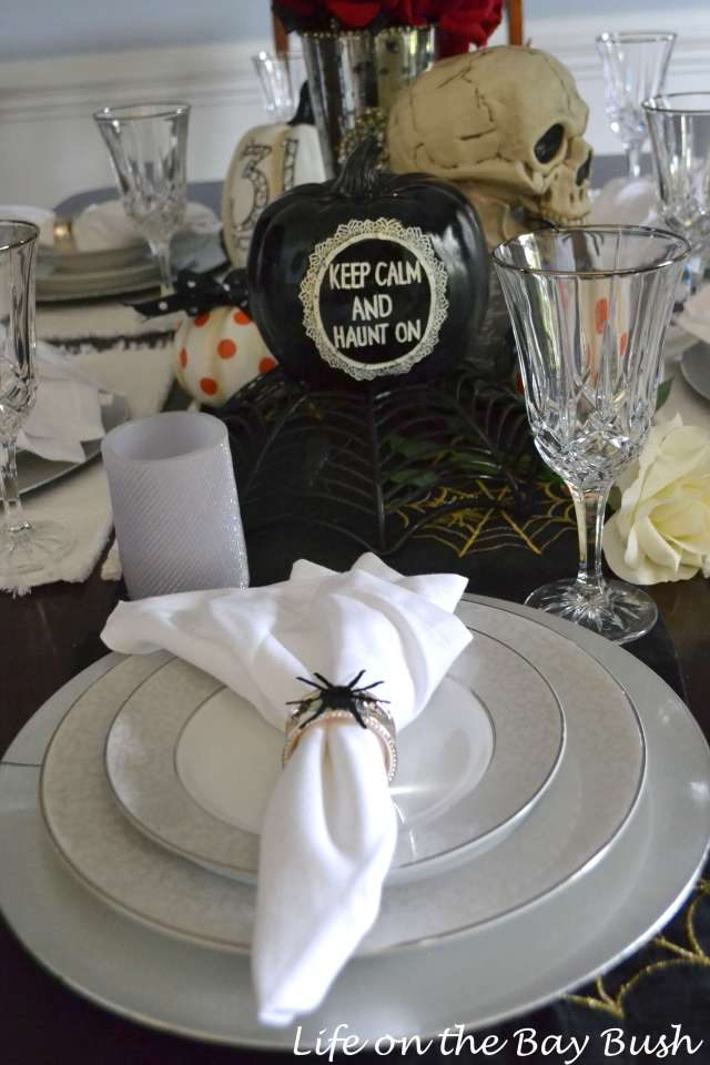 halloween-tablescape
