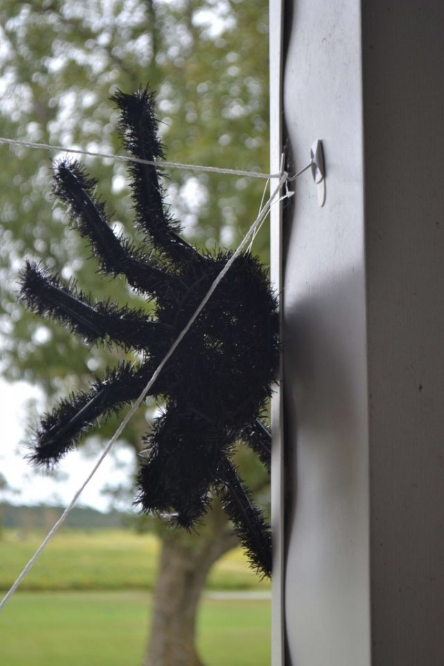 spider-web-halloween-porch-decorations
