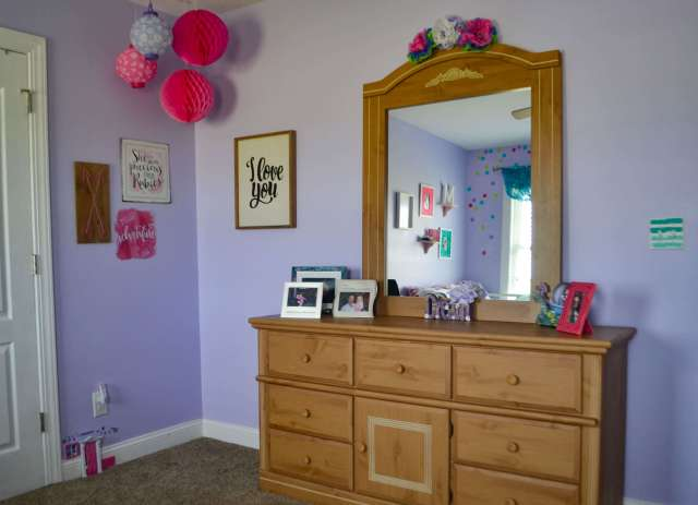 One Room Challenge Girl's Bedroom Reveal. Such a fun space for a tween! Who doesn't love glitter and confetti?