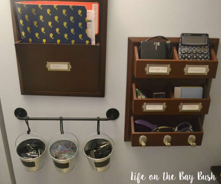 Office organization in this adorable little closet turned office or cloffice!