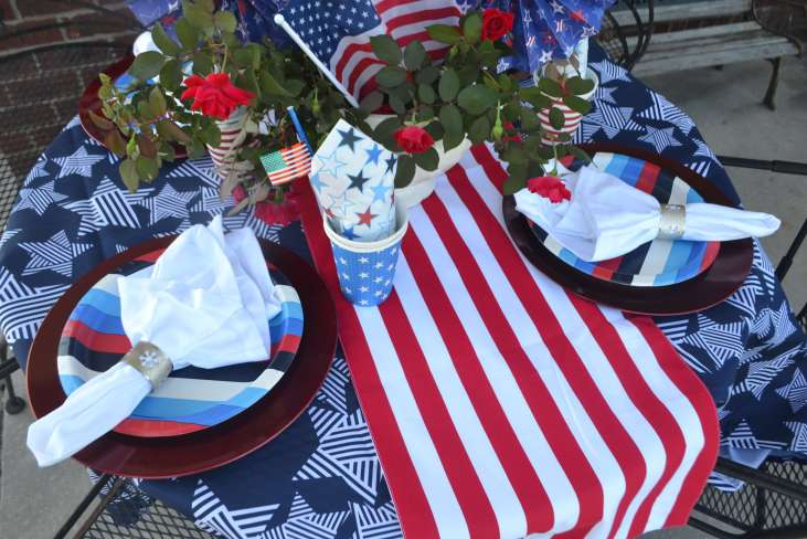 Love the patriotic colors in this July 4th Table!