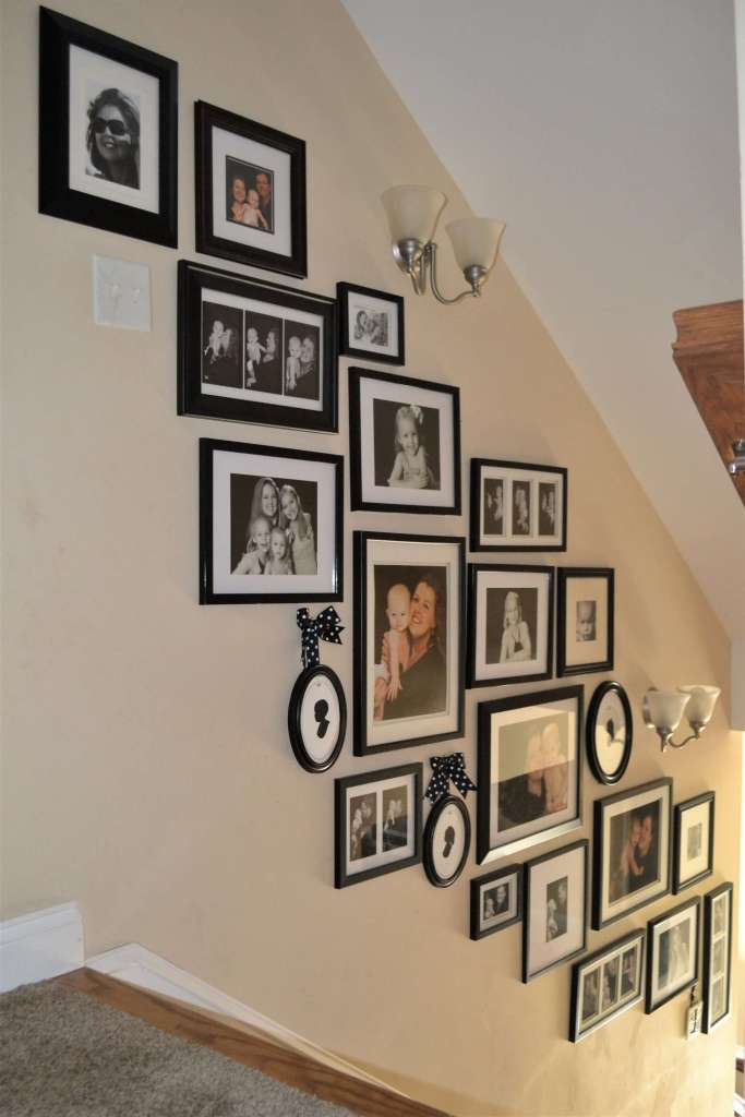 How to make a gallery wall on the stairs? DIY stairs gallery wall without the fuss of craft paper and measuring. Check out how she does it!