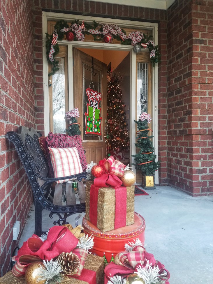 Love this Christmas Porch decor!