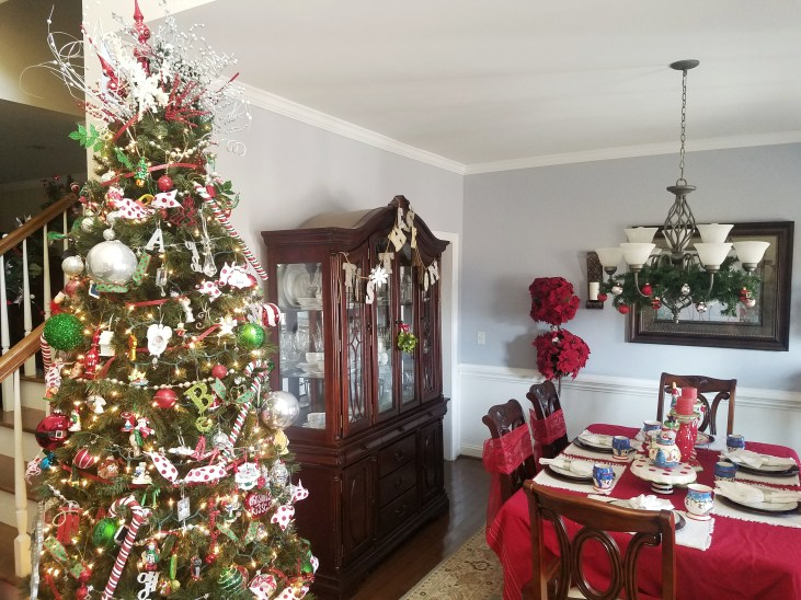 Beautiful Christmas Decor in Formal Dining Room