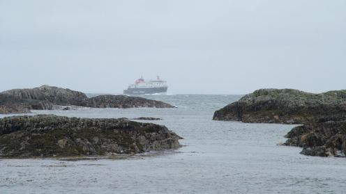 Clansman approaching the Gunna Sound from Barra