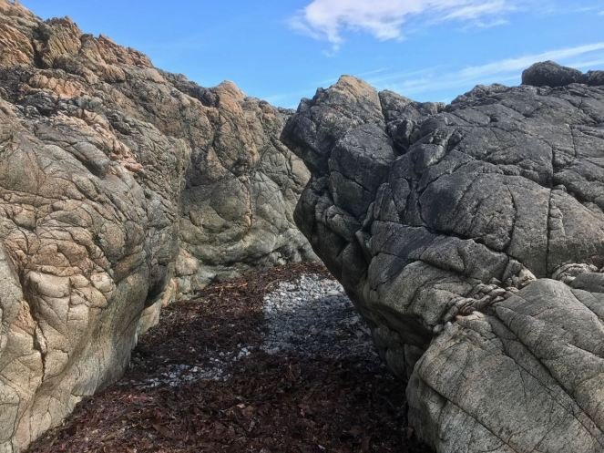 A cleft leading from one cove t another
