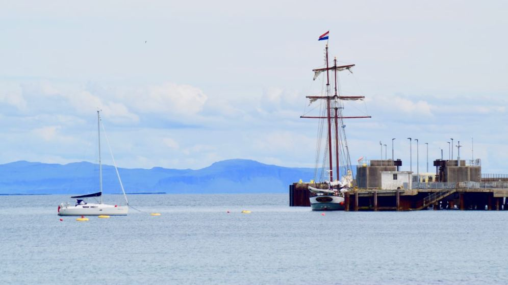 The Flying Dutchman and the yacht 'Betty'