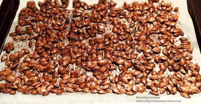 roasted-baked-seasoned-caramelize-holiday-pumpkin-seeds