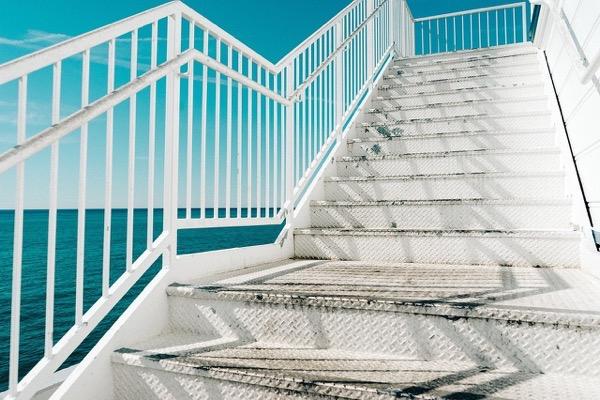 ハァハァせずに階段を上る方法!気をつけるポイントは一つだけ!