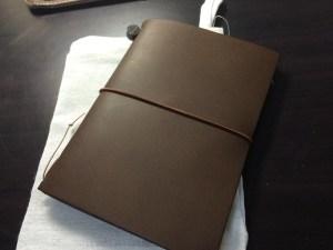 遂に購入!!クリエイターに人気の『トラベラーズノート』ほぼ日手帳と比べてみました!