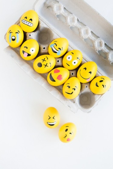 DIY-Emoji-Easter-Eggs4-600x900 (1)