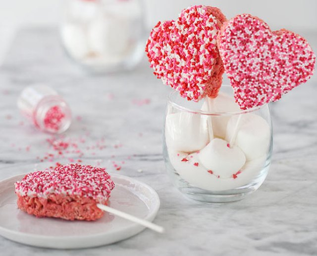 valentines-rice-krispie-treats-foodiecrush-021