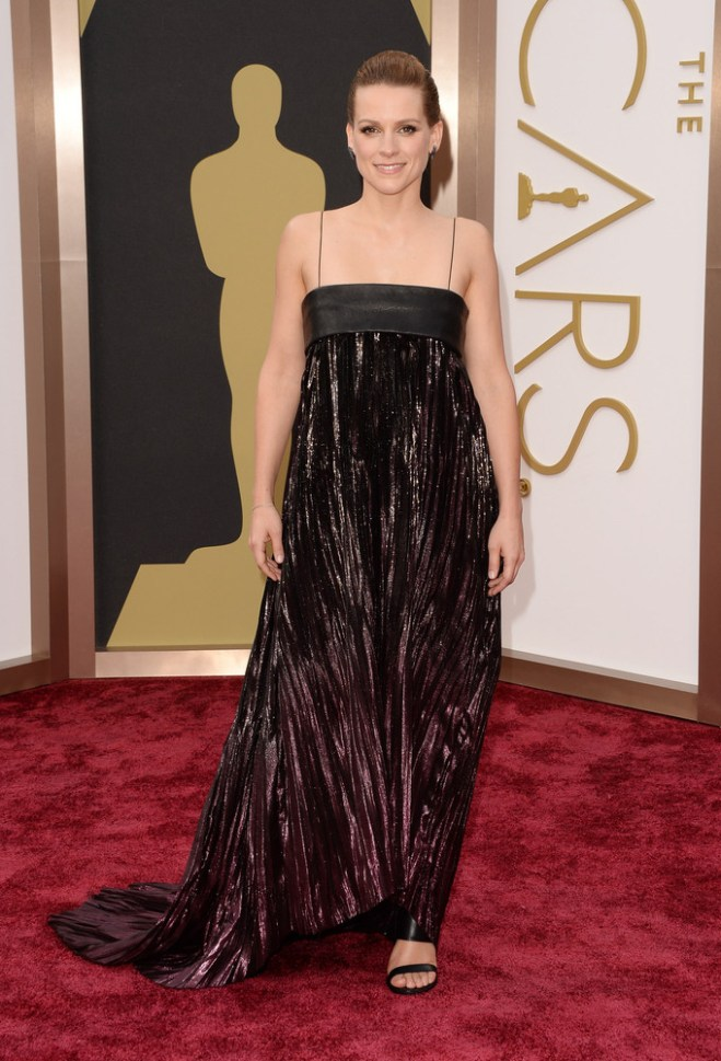 Worst: Veerle Baetens' gown looks sloppy-- like a black trash bag with electric tape on top. Her slicked back hair didn't help her cause either.