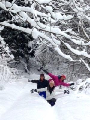 冬の飛騨 雪と学生たち