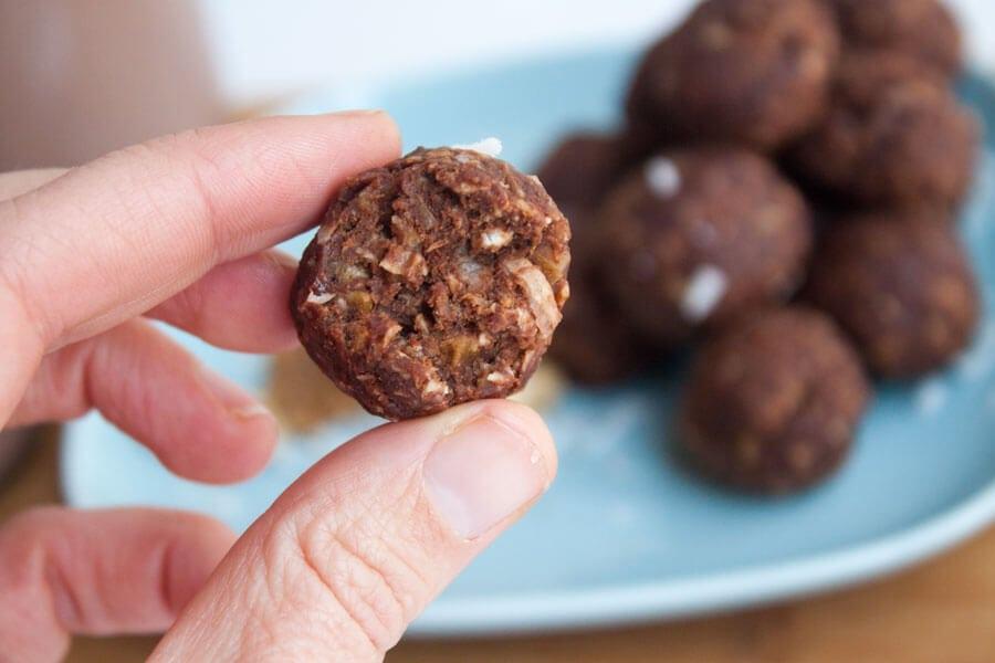 Dark-Chocolate-and-Walnut-Energy-Bites---No-Bake-2