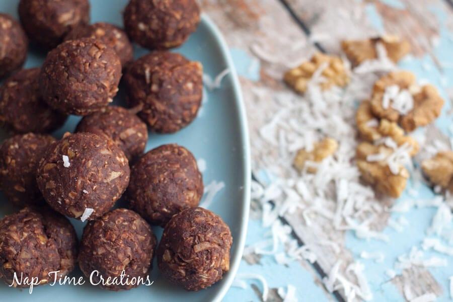 Dark-Chocolate-and-Walnut-Energy-Bites---No-Bake-4