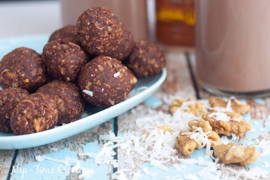 Dark-Chocolate-and-Walnut-Energy-Bites---No-Bake-5