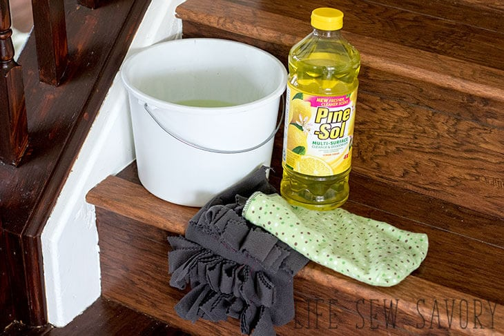 DIY cleaning mitt tutorial for home cleaning