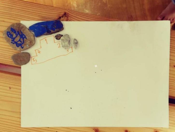 大日向小学校の体験スクールで作った息子の作品。独特の空間使いを認めてくれる学校のあり方に感動した