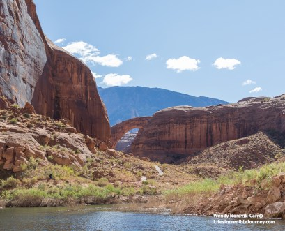 Explore the canyonlands of Utah and Arizona. Drive the best route to Zion National Park, Bryce Canyon National Park and Lake Powell past breathtaking scenery.