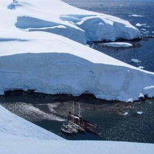 Des voiliers au mouillage en Antarctique