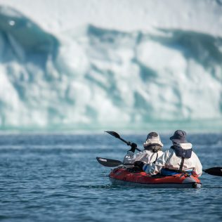 Kayak entre les glaces