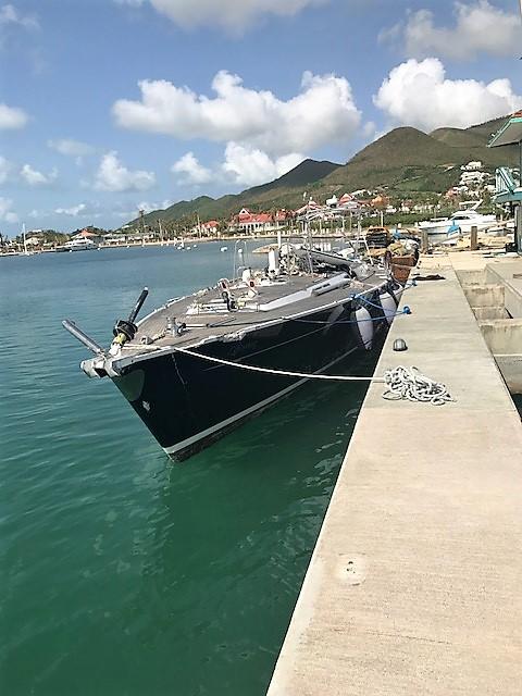 """La bateau """"nettoyé"""" des débris"""