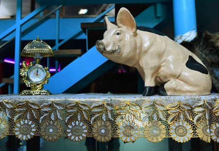Museo del Kitsch Orologio e Maiale
