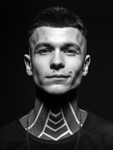 Tatuaggi sul collo uomo