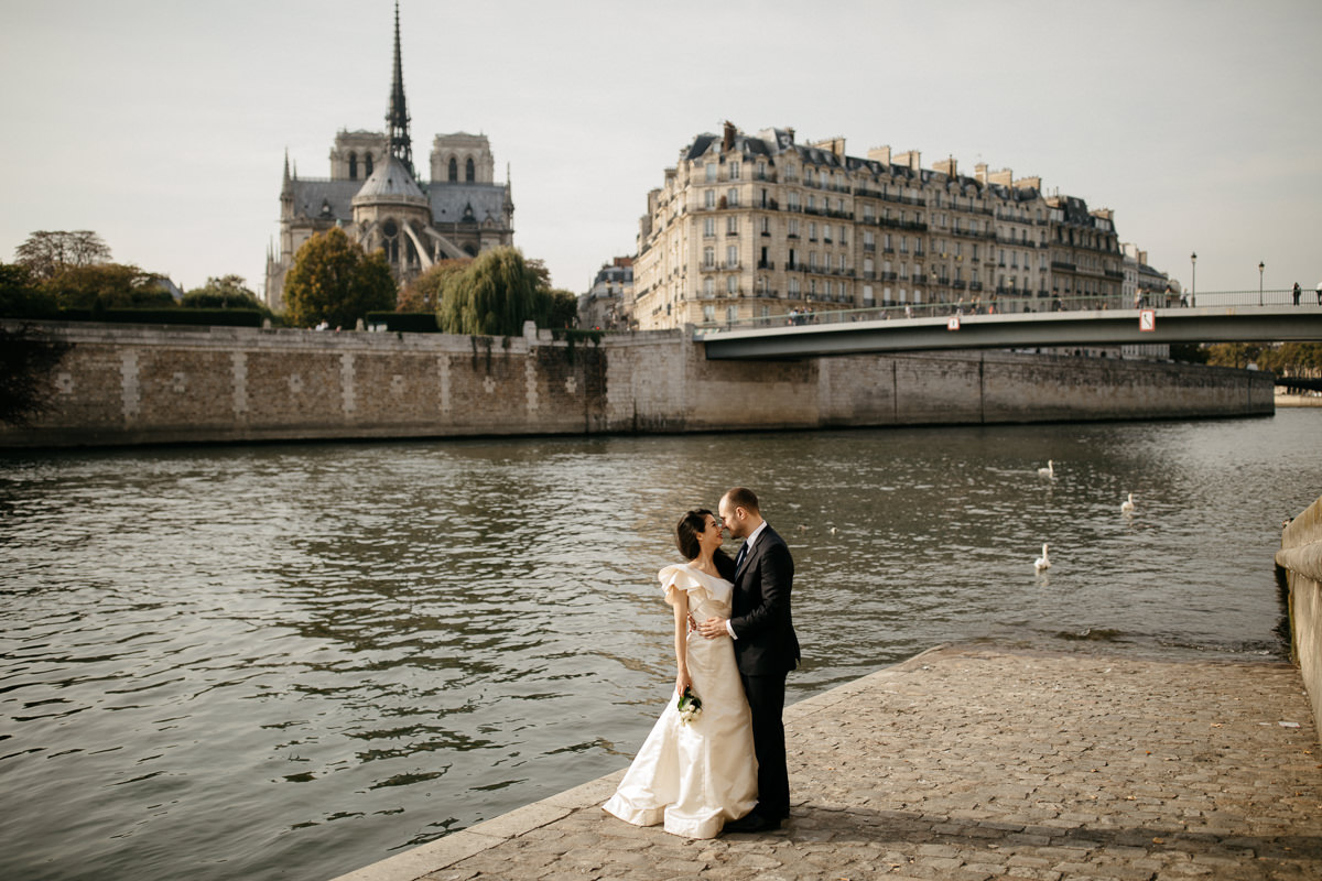 couple newly-wed in Paris