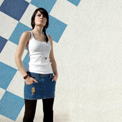 junges_mädchen_im_jeans