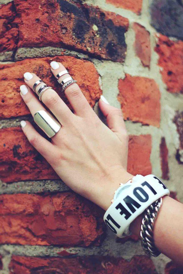Ringe Armband Frauenhand