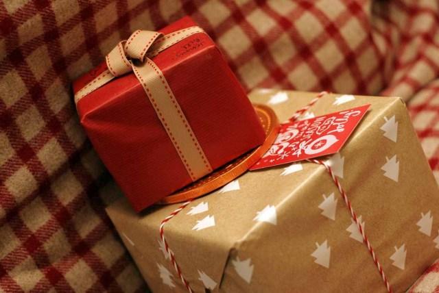 Weihnachtsgeschenke Geschenke einpacken