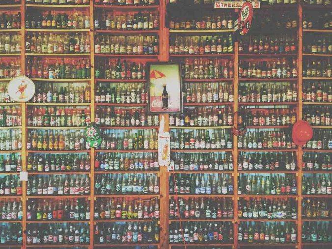 Colaflaschen Cola Regal