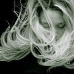 So bekommst du lange Haare!