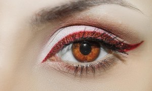 Make Up Trend: Bunter Lidschatten in kräftigen Farben