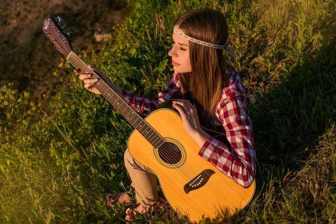 gitarre hippie karohemd haarband
