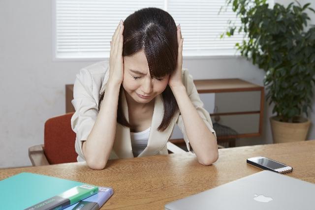 お酒を飲んだ後の嫌な頭痛を吹き飛ばすための即効5つの対処法